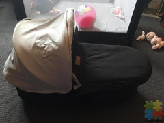 Mountain buggy capsule with pram clips, isofix car base, carry cot with pram clips