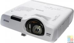 Epson projector EB-535W. RRP $1590