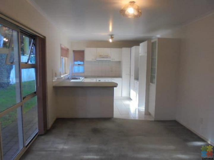 Beautiful 3 Double Bedrooms, Double Garage House for Rent in Avondale - 1/3