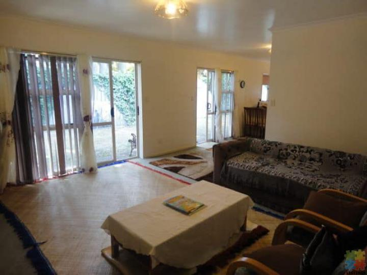 Beautiful 3 Double Bedrooms, Double Garage House for Rent in Avondale - 2/3