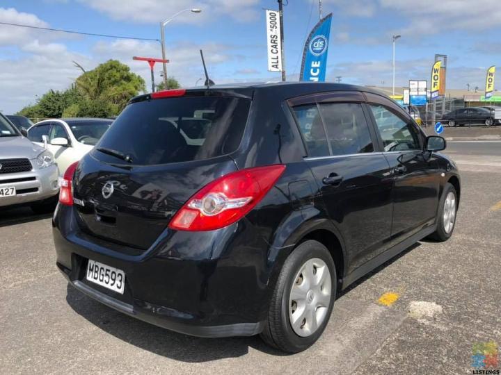 2008 / Nissan tiida / black Interior - 3/3