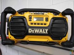 ***GENOA PAY AVAILABLE*** DEWALT WORKSITE RADIO