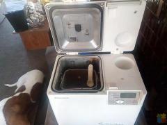 Bread maker with recipe books great little machine in manurewa will remove when sold