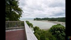 Room available in huge amazing sea views house in Titirangi