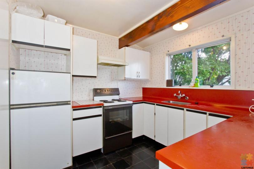 FLATMATES WANTED - 1 DOUBLE & SINGLE SUNNY ROOMS WITH - Bills Inclusive. - 1/12