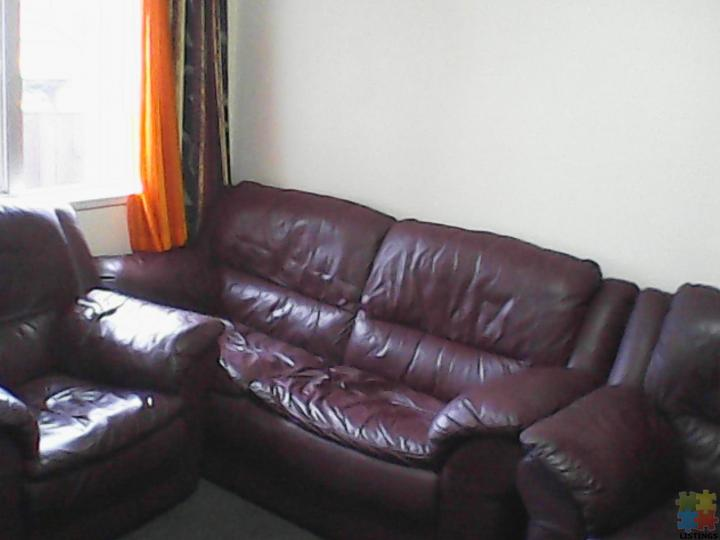 FLATMATES WANTED - 1 DOUBLE & SINGLE SUNNY ROOMS WITH - Bills Inclusive. - 6/12