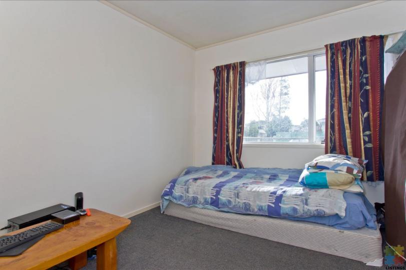 FLATMATES WANTED - 1 DOUBLE & SINGLE SUNNY ROOMS WITH - Bills Inclusive. - 10/12