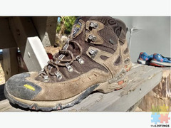 Vasque hiking boots sz 9 wide sz 27 Euro