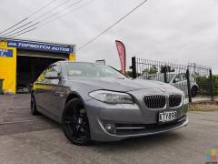 """2010 BMW 528i/FROM $86 PW/18"""" Gloss Black M Sport Mags/82KS"""