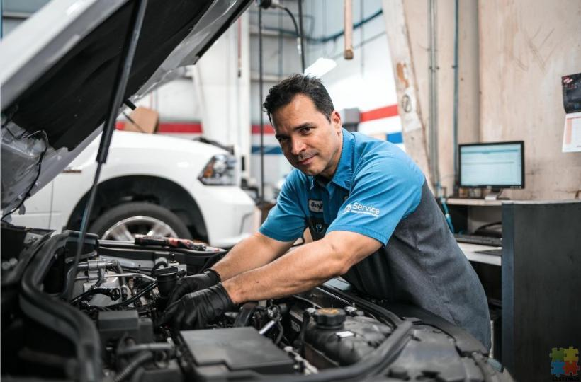 WE ARE LOOKING FOR SERVICE TECHNICIANS - 1/1