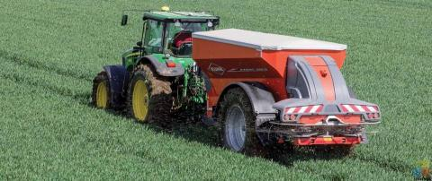 Fertiliser Spreader Operator