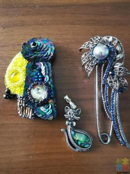 Brooches and pendant