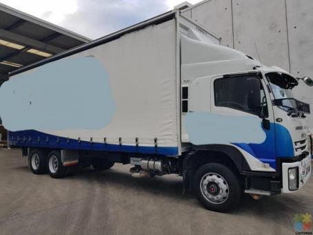 Curtain sider truck Isuzu F series 2017