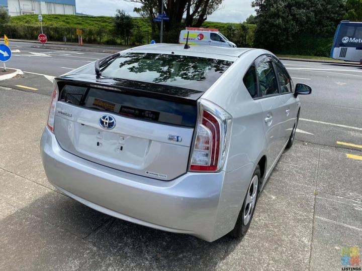 2012 Toyota Prius S Very Low Kms with Cruise Control - 2/3