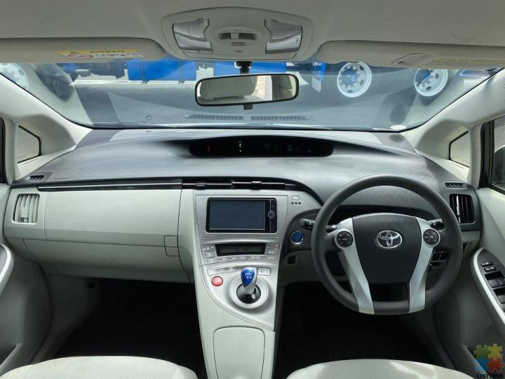 2012 Toyota Prius S Very Low Kms with Cruise Control - 3/3