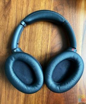 Noise Cancelling Headphones: Sony WH-1000XM3