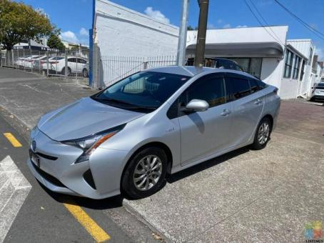 2017 Toyota Prius S with Radar Cruise Control Done 103k Kms
