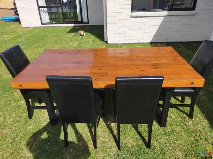 Dining table - 1/1