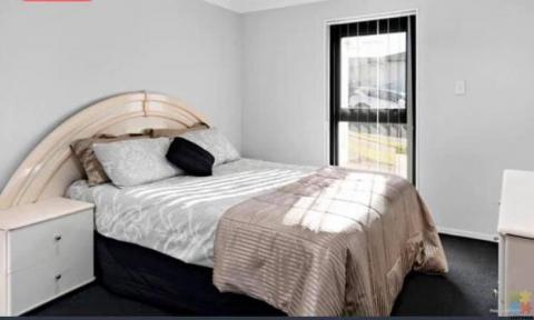 Accommodation (Furnished) available for Single Professional/Student at FLAT BUSH