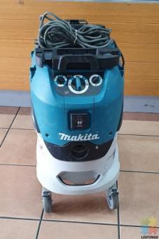 Makita Wet/Dry Vacuum Cleaner 42 Litre