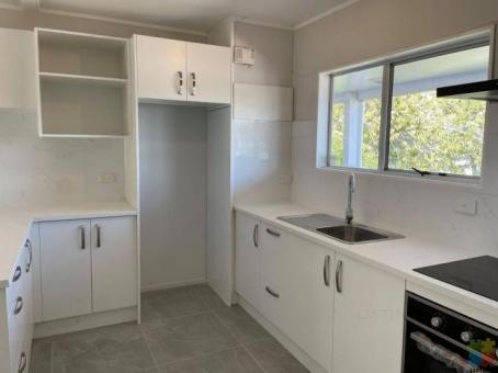 Just renovated sunny 2-bedroom unit