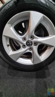 Orginal Toyota Mags ( 5 x 114.3).with Dunlop Tyres (215/60R17) Centre Bore 60.1