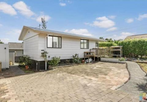 3 Bedroom Neat and Tidy house for sale in Manurewa