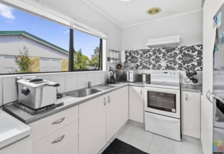 Calling First home buyers close to all amenities papakura. - 3/4