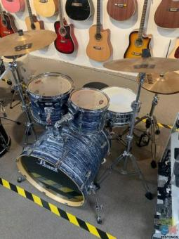 PROFESSIONAL PEARL VISION 5PEICE DRUM KIT COMES WITH DRUM STOOL!