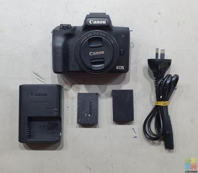 Canon EOS M50 Mirrorless Camera with 22mm Macro Lens