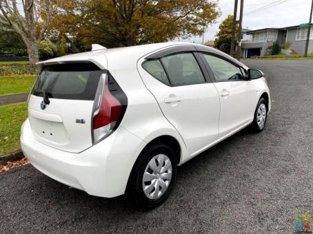 2016 Toyota aqua l hybrid