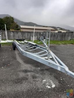 Trie axle boat trailer