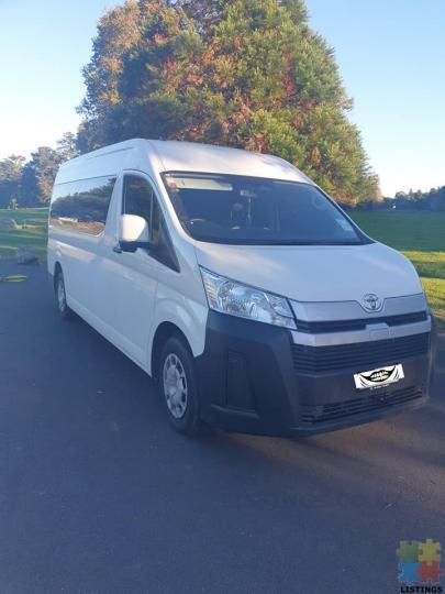 Toyota hiace zx 2019 minibus 12 seater - 1/4