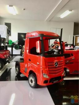 2*12volts 4WD Licensed Mercedes Truck Actros, with Parental Remote Control