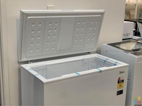 *Sue-e Furniture* Midea 198L Chest Freezer
