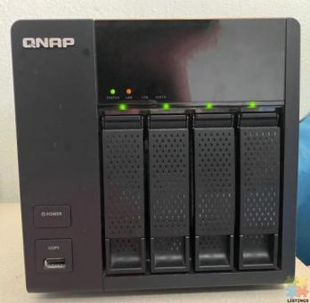 NAS QNAP Network Attached Storage TS-412