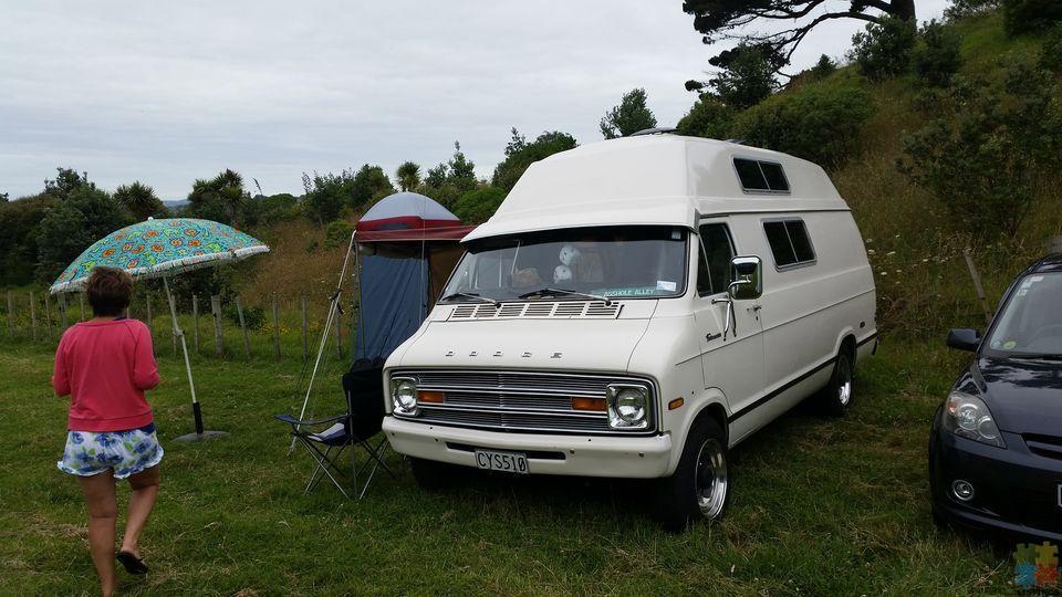 1975 Dodge 318 ci auto. camper - 1/3