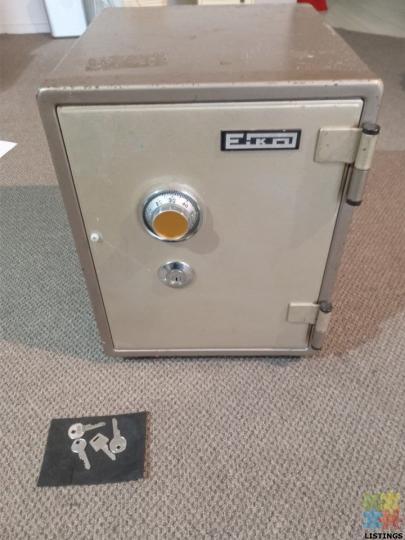 EIKO Combination Safe with keys. Fire Proof. Heavy - 1/4