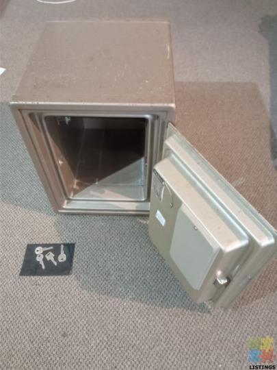 EIKO Combination Safe with keys. Fire Proof. Heavy - 2/4