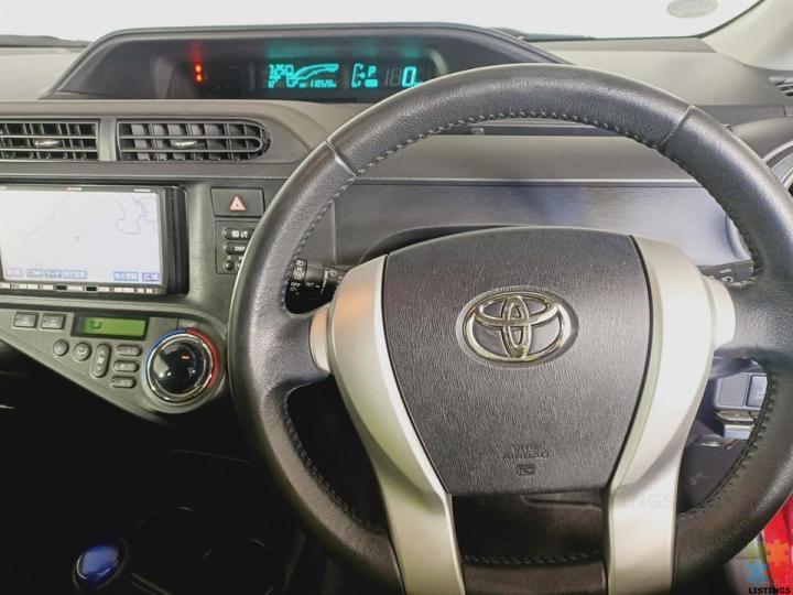 2012 Toyota Aqua Hybrid - 2/3