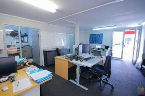 This is Office  for Lease (no house )Located in the heart of Browns Bay