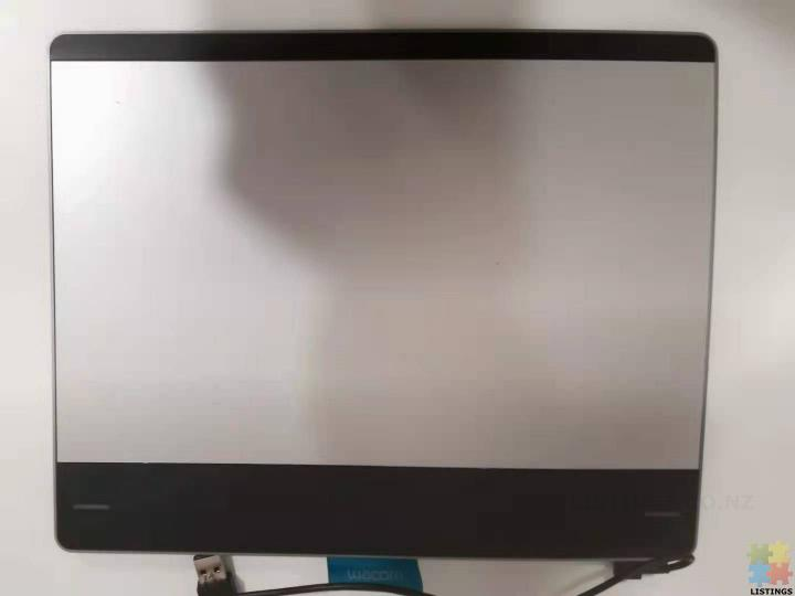 Wacom Intuos Pen and Touch Small Tablet - 5/6