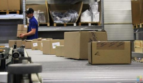 Sorting parcels into geographical areas for delivery agents