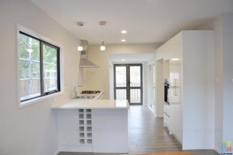 Magic Kitchens Small-sized High Gloss Kitchen