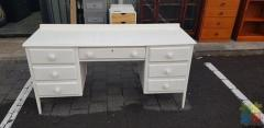 SELLING LARGE AND SOLID DESK